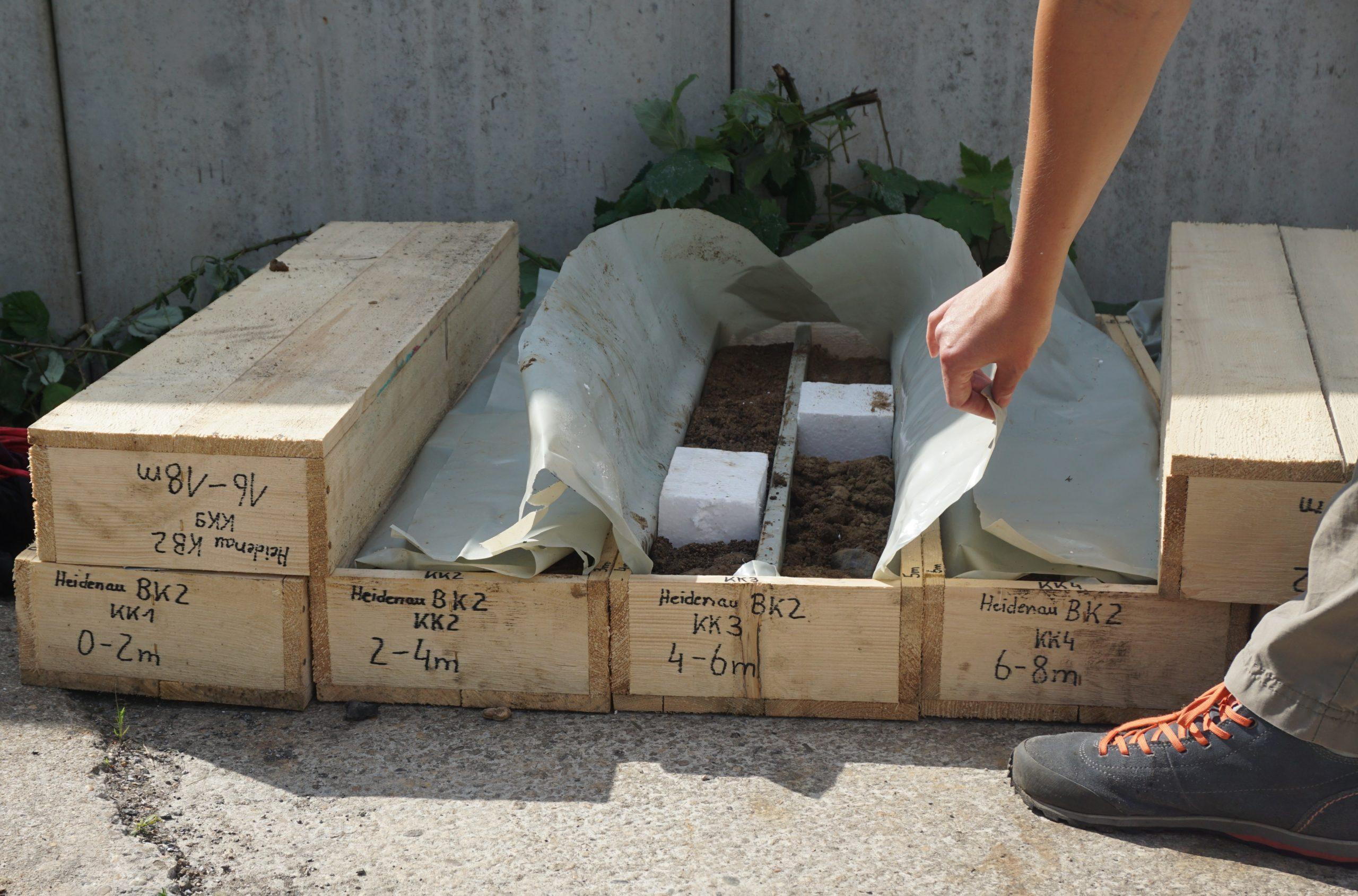 Bohrkernkisten der ersten Bohrung im Gewerbegebiet Heidena (DB AG/Susann Holtorp)